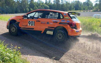 Teamen laddar för rallyfest i Millebygden